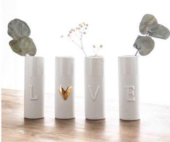 vases love en porcelaine